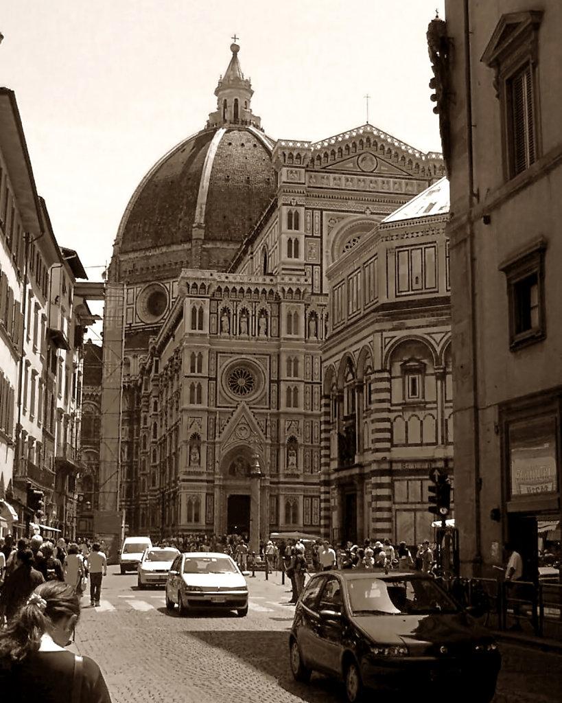 Bustling Firenze